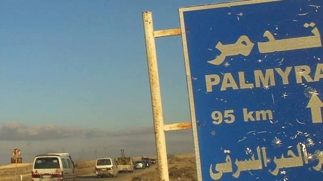 Một đơn vị quân đội Syria đang cơ động về Palmyra