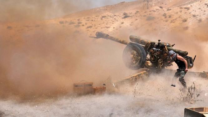 Pháo binh quân đội Syria hiến đấu trên chiến trường Palmyra