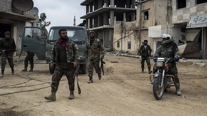 Binh sĩ quân đội Syria trên vùng ngoại ô Damascus