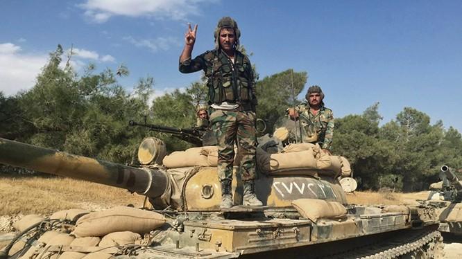 Binh sĩ quân đội Syria trên chiến trường Hama