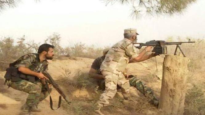 Binh sĩ quân đội Syria chiến đấu chống IS trên chiến trường Deir ez Zor