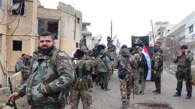 Binh sĩ quân đội Syria giải phóng một ngôi làng ở Đông Ghouta