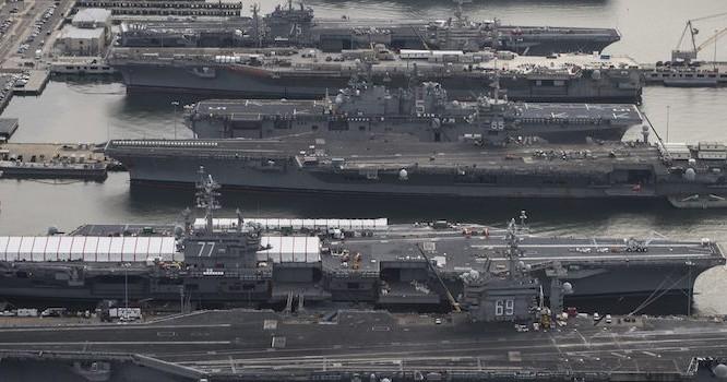 Những tàu sân bay Mỹ đang đậu trên quân cảng