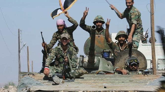 Binh sĩ quân đội Syria trên chiến trường tỉnh Homs
