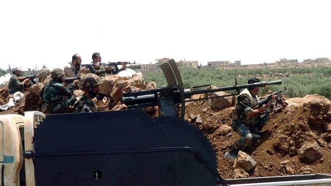 Binh sĩ quân đội Syria chiến đấu ác liệt với al-Nusra trên vùng nông thôn tỉnh Homs