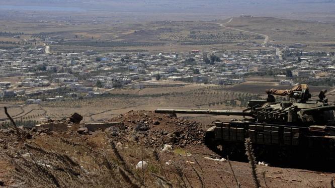 Xe tăng quân đội Syria trên vùng cao nguyên Golan