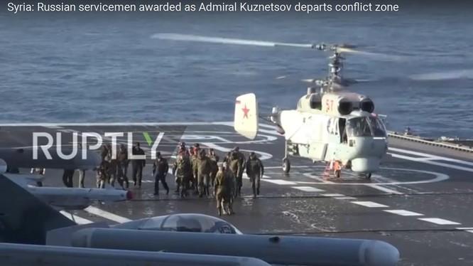 Tổng tham mưu trưởng quân đội Syria thăm tàu sân bay Đô đốc Kuznetsov