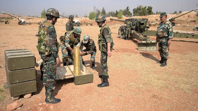 Một trận địa pháo binh quân đội Syria chuẩn bị pháo kích vào lực lượng khủng bố ngoại ô Damascus