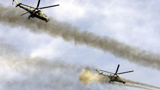 Trực thăng Nga không kích trên vùng sa mạc tỉnh Homs