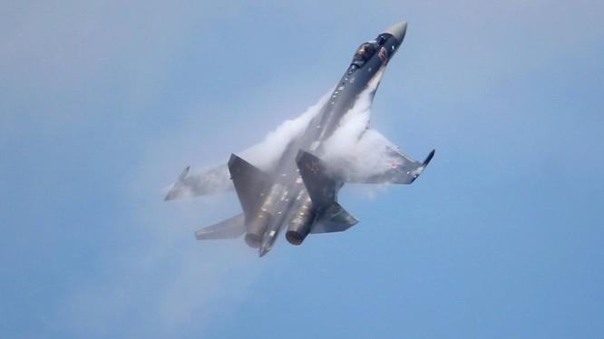 Máy bay tiêm kích đa nhiệm Su - 35 không quân Nga