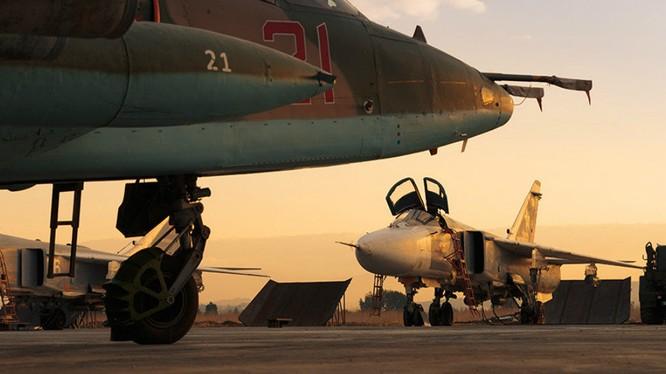 Su 25 cường kích chiến trường trên sân bay quân sự Hmeymin
