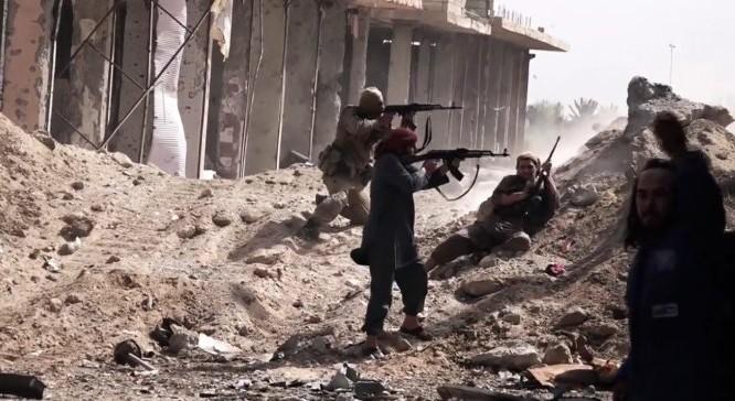 Các tay súng IS tấn công ở Deir ez Zor