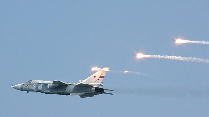 Một chiếc Su-24 đang không kích ở Syria