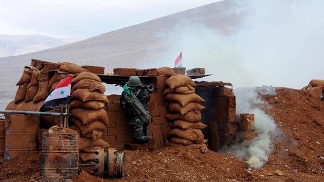 Binh sĩ quân đội Syria chiến đấu trên chiến trường Deir Ezzor