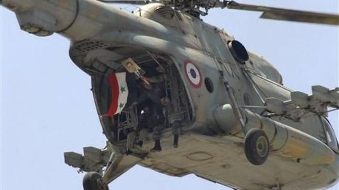 Trực thăng quân đội Syria hạ cánh xuống Deir Ezzor