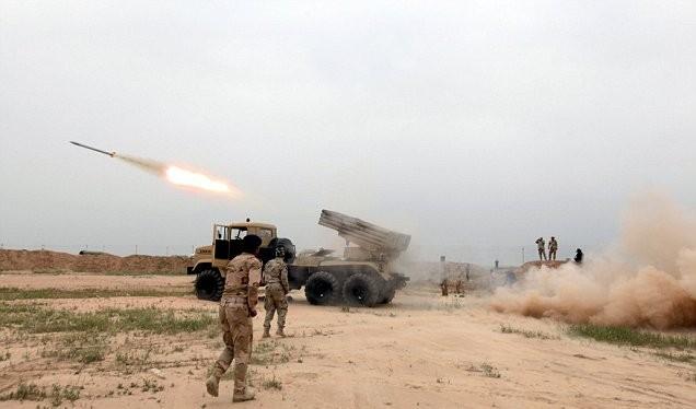 Quân đội Syria pháo kích trên chiến trường Palmyra
