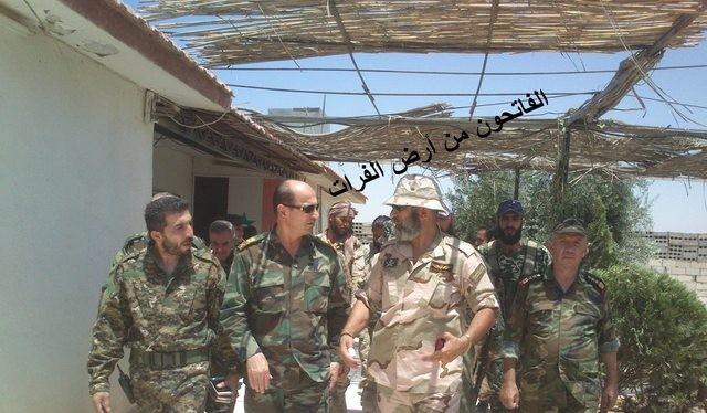 Thiếu tướng Khaddour và chuẩn tướng Issam Zahreddine trên chiến trường Deir EzZor