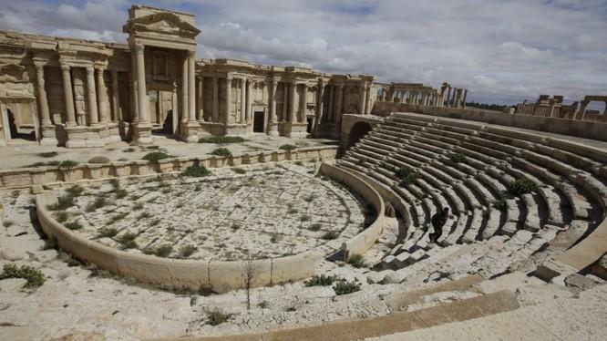 Nhà hát La mã cổ đại ở Palmyra từ nay sẽ chỉ còn tồn tại trong các bức ảnh lịch sử