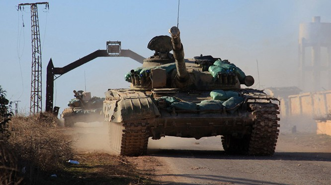 Xe tăng quân đội Syria tấn công trên chiến trường Khanaser
