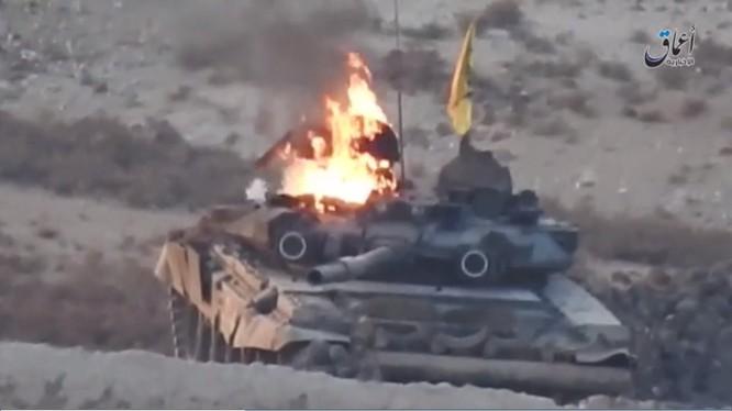 Chiếc xe tăng T-90 bị IS bắn cháy ở Aleppo