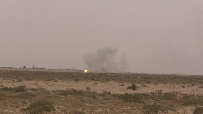 Quân đội Syria pháo kích trên chiến trường Tadmur (Palmyra)