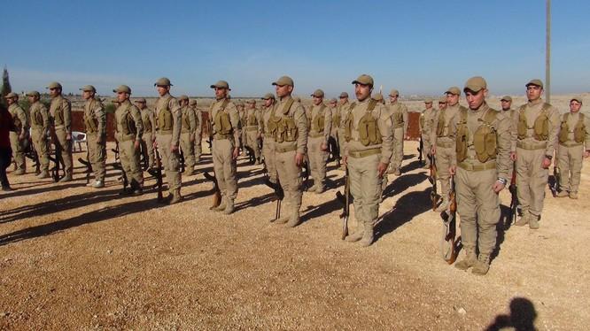 Những tân binh người Kurd chuẩn bị ra chiến trường