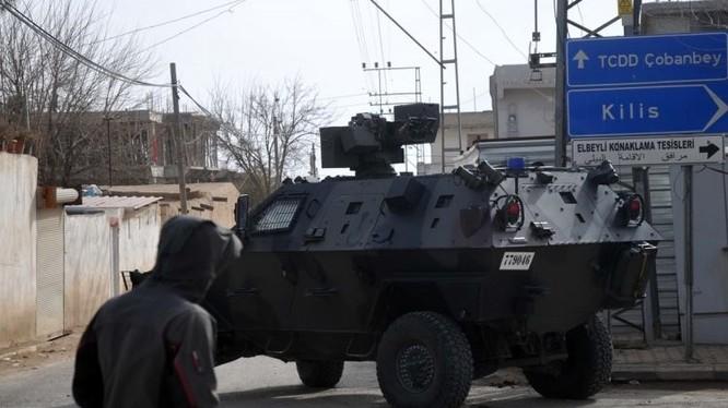 Xe thiết giáp của quân đội Thổ Nhĩ Kỳ trong ngôi làng Al-Sulfaniyah, đông Aleppo