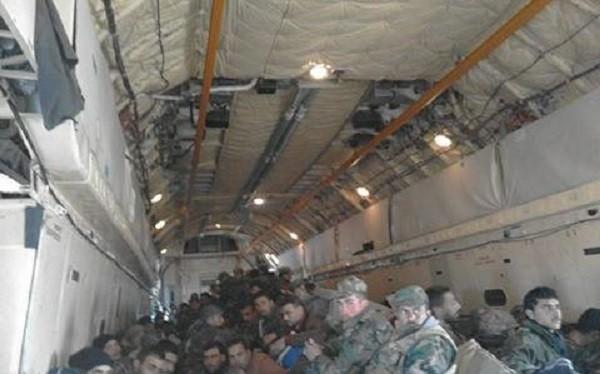 Binh sĩ Syria trên máy bay vận tải IL - 76, cơ động đến chiến trường Deir Ezzor