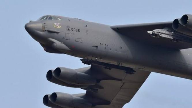 Máy bay ném bom rải thảm Mỹ B-52 không kích ở Syria