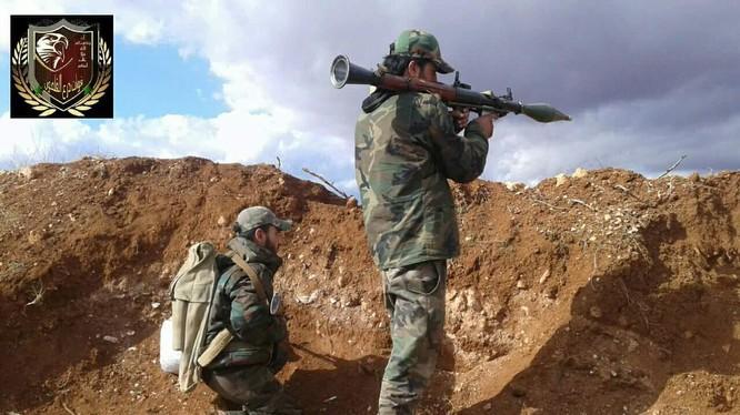 Binh sĩ lực lượng Lá chắn Qalamoun chiến đấu trên vùng ngoại ô Damascus