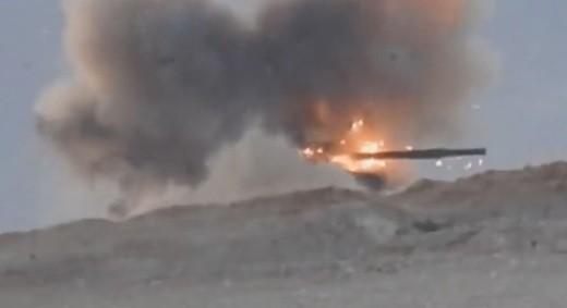 Chiếc T-62M của quân đội Syria trúng tên lửa chống tăng