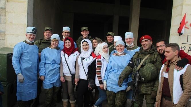Quân cảnh, bác sĩ Nga và thanh niên tình nguyên Syria