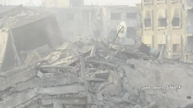 Vụ nổ phá sập hoàn toàn tòa nhà của nhóm khủng bố ở Jobar