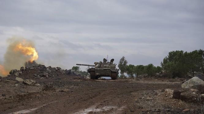 Xe tăng quân đội Syria pháo kích trên chiến trường Đông Ghouta