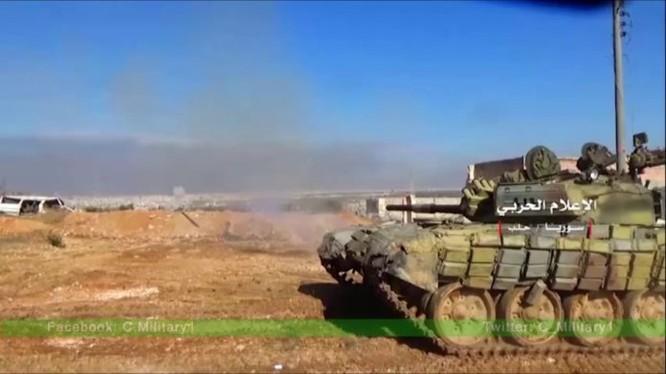 Xe tăng quân đội Syria pháo kích vào IS trên chiến trường Aleppo