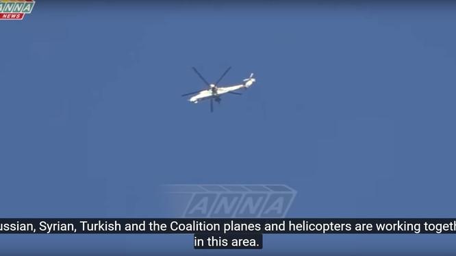 Một trực thăng tấn công của quân đội Nga trên bầu trời Aleppo