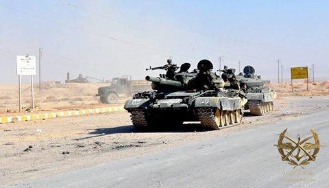 Xe tăng quân đội Syria cơ động trên chiến trường Daraa