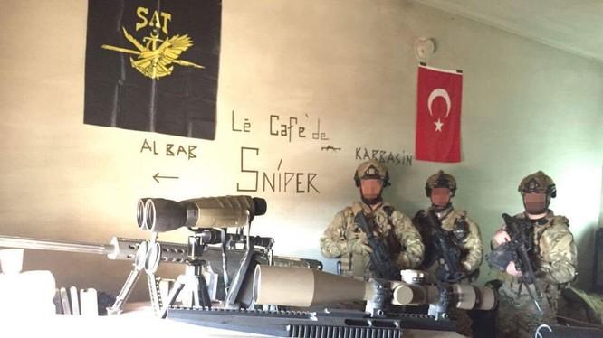 Lính đặc nhiệm Thổ Nhĩ Kỳ trong một vị trí gần thành phố Al-Bab