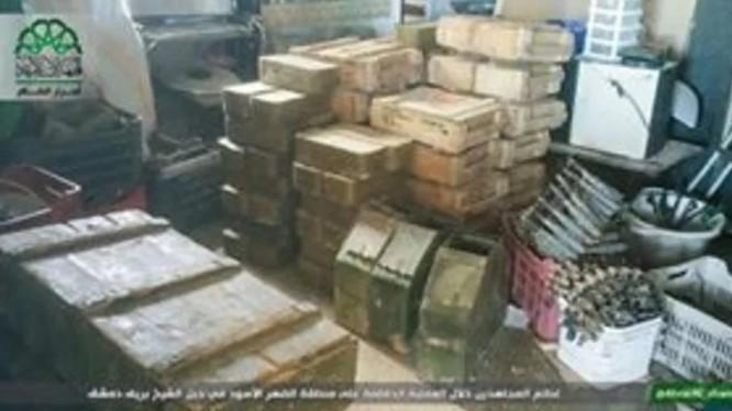 Một số lượng lớn vũ khí đạn dược của quân đội Syria bị chiếm giữ