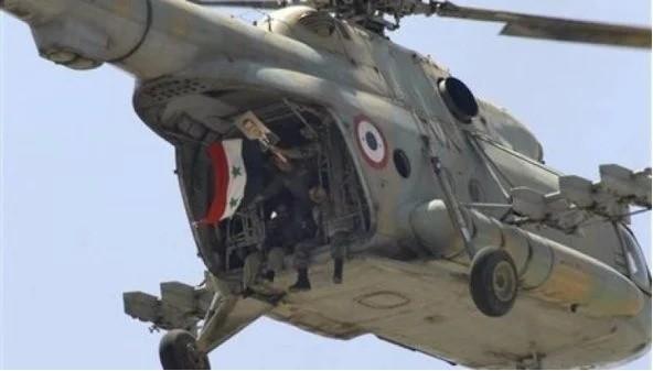 Trực thăng vận tải không quân Syria hạ cánh xuống sân bay dã chiến Lữ đoàn 137 ở Deir Ezzor