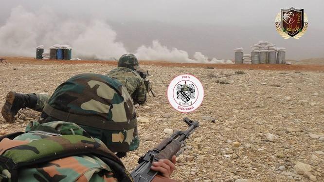 Binh sĩ quân đội Syria huấn luyện chiến đấu
