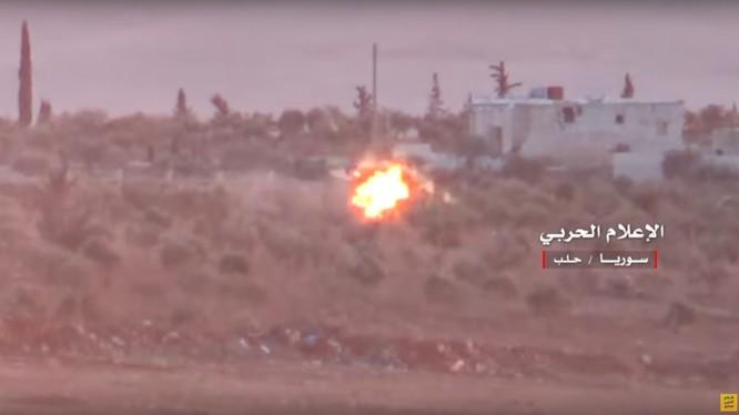 Tên lửa chống tăng ATGM phá hủy chiếc xe chở các chiến binh thánh chiến trong khu vực miền nam Aleppo