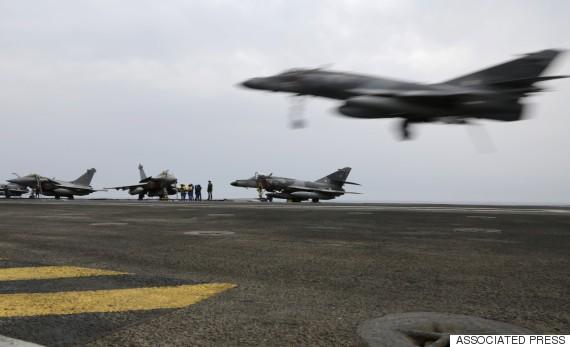 Máy bay Mỹ thuộc liên minh quân sự chống khủng bố xuất kích