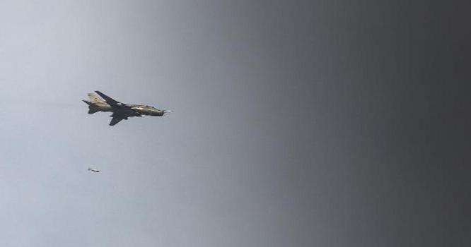 Máy bay chiến đấu không quân Syria ném bom phiến quân