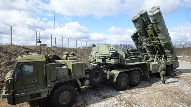 Hệ thống tên lửa phòng không tầm trung S-400 Nga