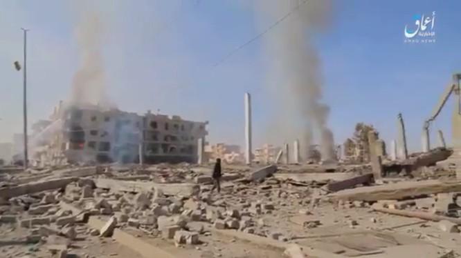 Thành phố Raqqa bị tàn phá trong các cuộc không kích