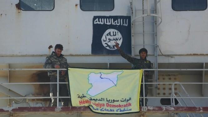 Lực lượng SDF đánh chiếm một ngôi làng từ IS