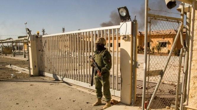 Binh sĩ quân đoàn tình nguyện số 5 quân đội Syria ở Palmyra, khu mỏ khí gas Hayyan