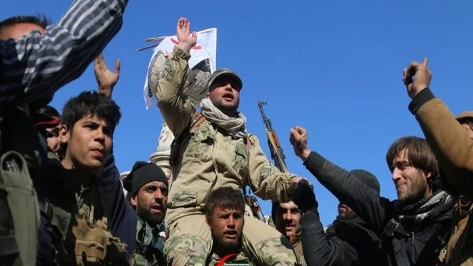 Các tay súng phiến quân FSA ăn mừng thắng lợi