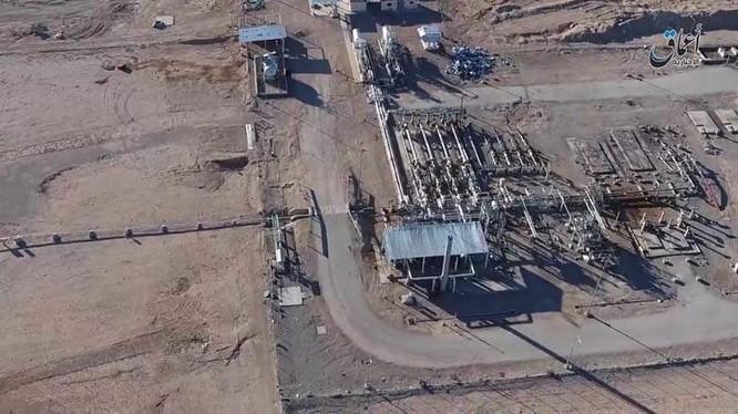 Khu mỏ khí gas Al-Mahr nhìn từ trên cao, đang bị IS chiếm giữ